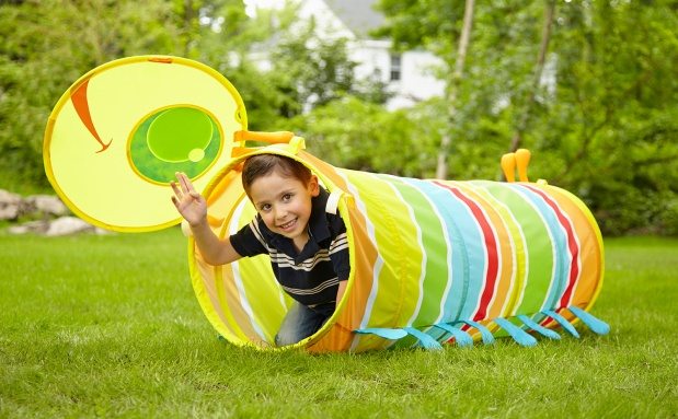 6697-SunnyPatch-HappyGiddy-Tunnel-Lifestyle-withBoy-Outdoors